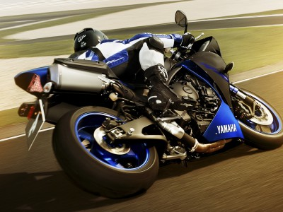 2014-yamaha-yzf-r1-eu-race-blu-action-002