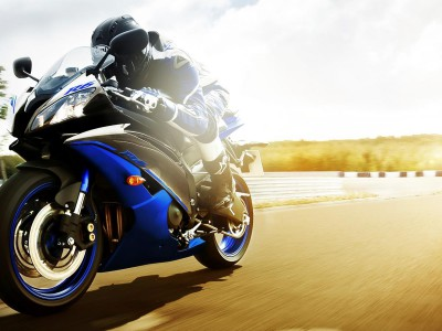 2014-yamaha-yzf-r6-eu-race-blu-action-003